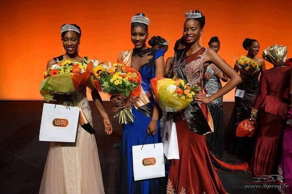 Les miss sont habillées par Subliminelle , coiffées par Mariam et les couronnes sont en diamant d'orient