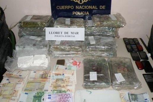 au-total-la-police-a-saisi-28-5-kilos-de-cocaine-2-5-kilos_270571_516x343