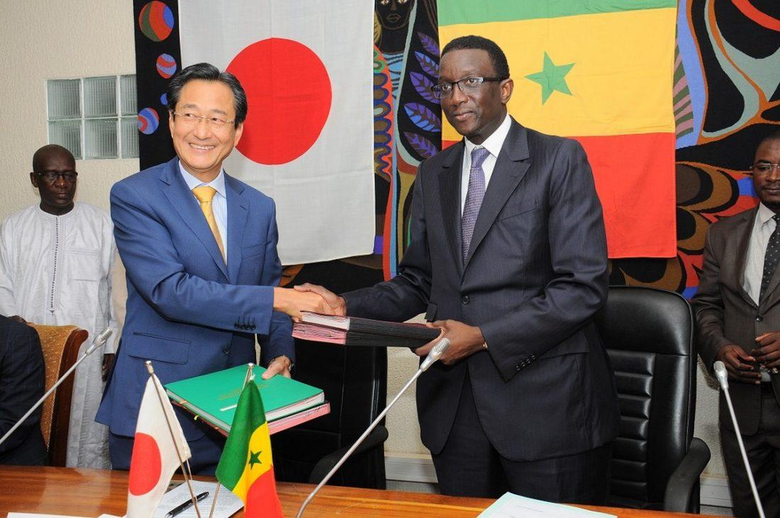 le-ministre-de-leconomie-des-finances-et-du-plan-amadou-ba-et-takashi-kitahara-ambassadeur-du-japon-au-senegal-1100x731